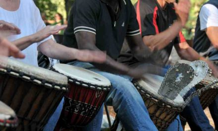 Djembe-Trommelgruppe für Anfänger*innen